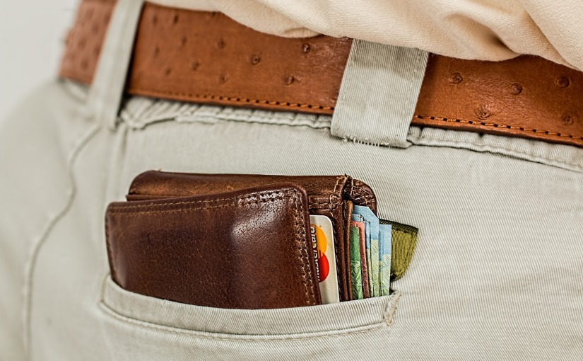 Smart Ways to Carry Money WhenTravelling