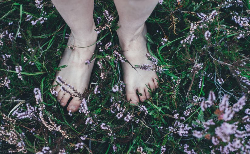 5 Health Benefits of Grounding
