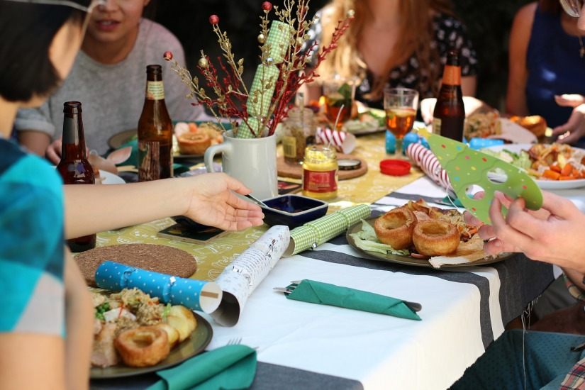 10 Etiquette Rules to Follow When Dining Out With Friends